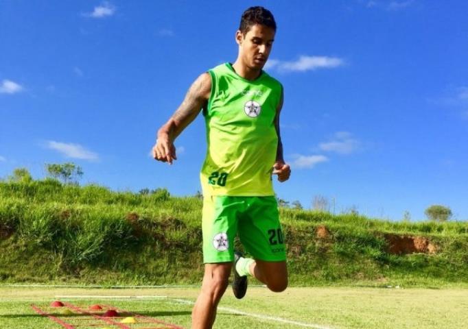 Resende acerta a contratação do atacante Michael, ex-Fluminense