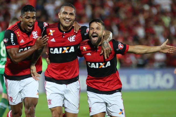 Com um show de Guerrero, Flamengo goleia a Chapecoense-SC