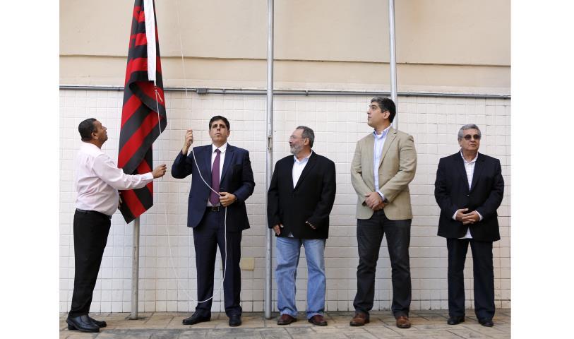 Flamengo hasteia bandeira de Campeão Carioca na FERJ