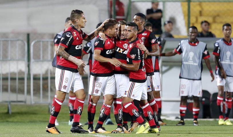 Flamengo goleia e passa para as quartas da Copa Sul-Americana