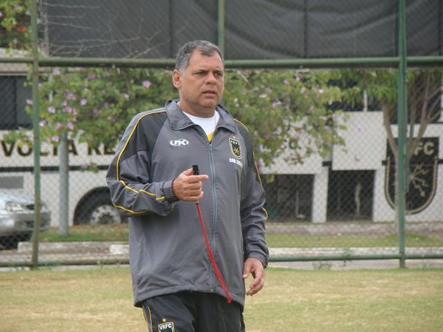Voltaço acerta com o treinador Toninho Andrade