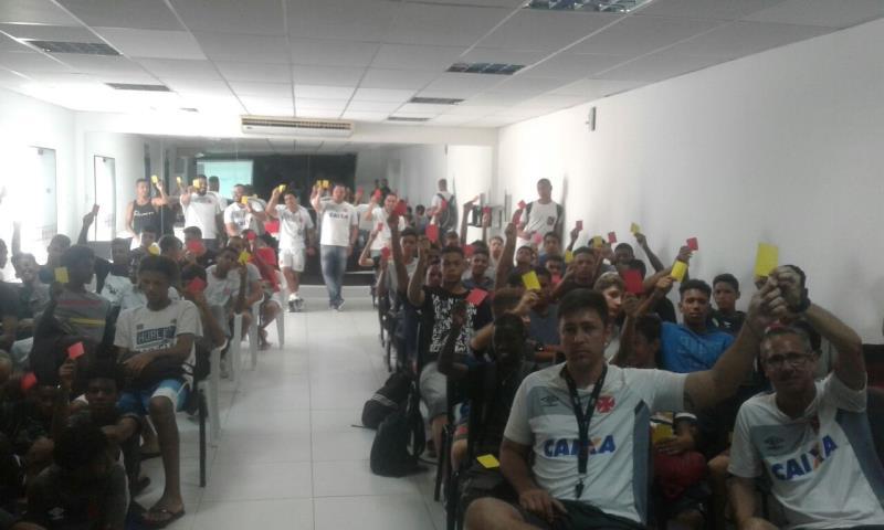Comissão de Arbitragem ministra palestra para a base do Vasco