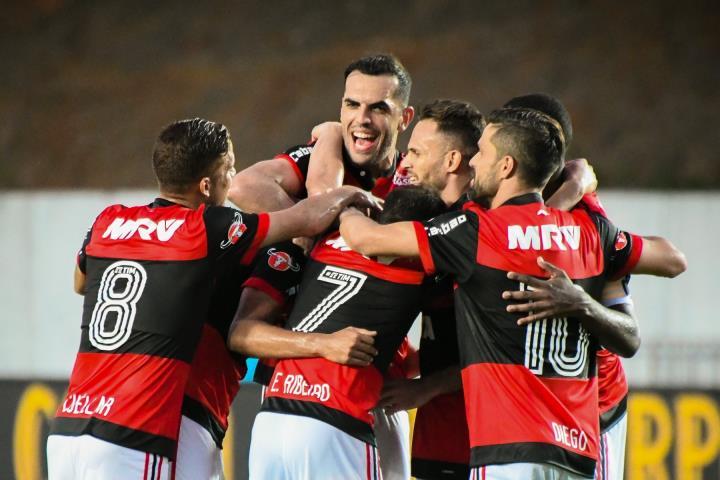 Flamengo goleia a Lusa e se classifica para as semifinais da Taça Rio
