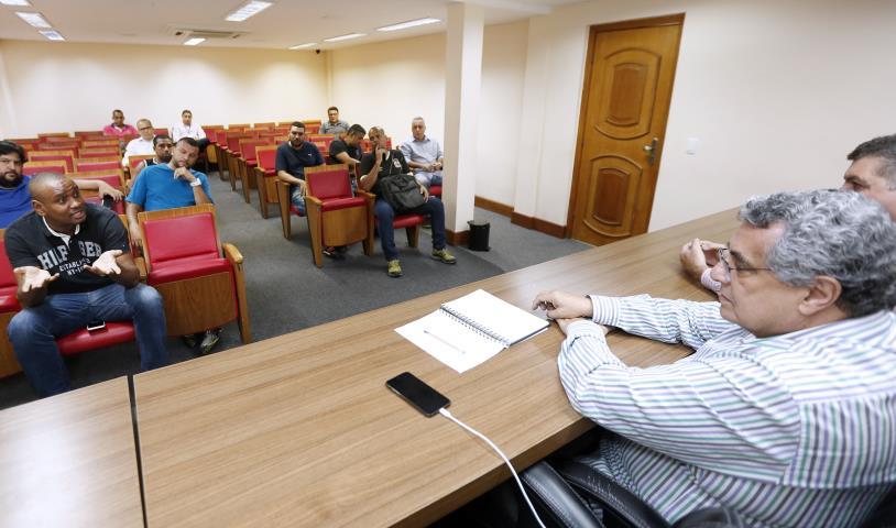 FERJ faz reunião de paz nos estádios com organizadas