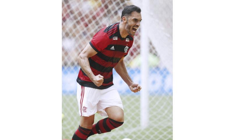 Flamengo vira sobre o Bangu no Maracanã