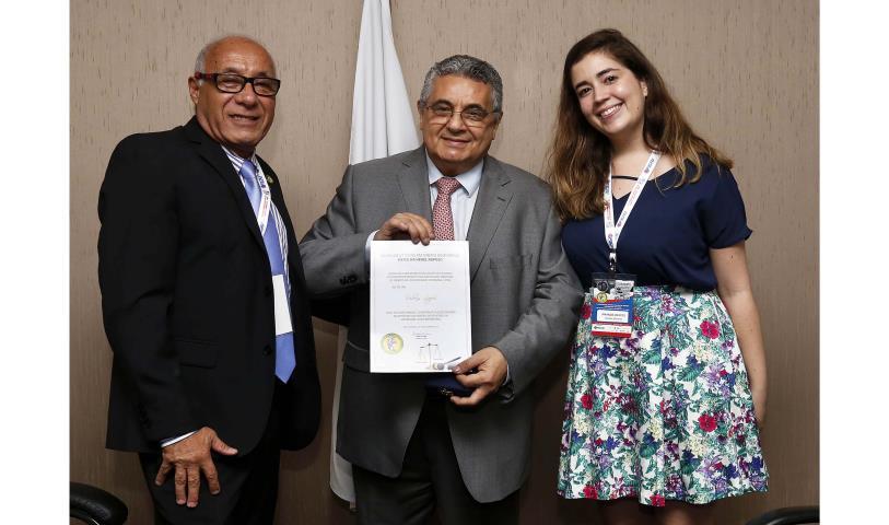 Rubens Lopes recebe maior comenda de Direito Desportivo da UFRJ