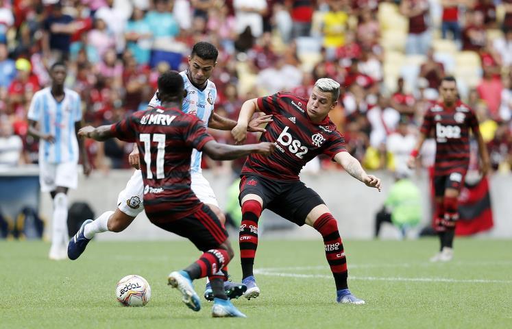Flamengo e Macaé empatam no Maraca