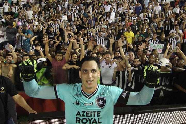 Gatito brilha nos pênaltis e Botafogo avança na Copa do Brasil
