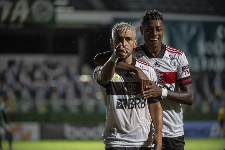 Fla vence o Goiás na Serrinha
