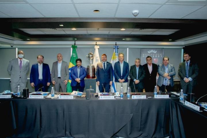 Presidente da FERJ em reunião na CONMEBOL sobre a decisão da Libertadores