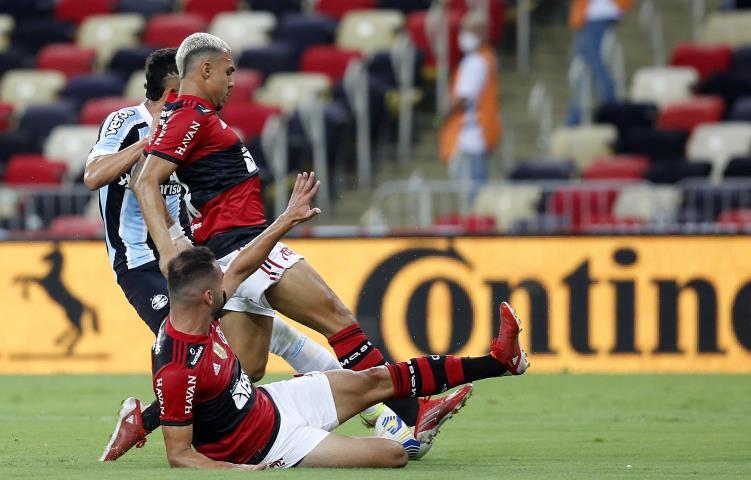 No reencontro a torcida no Maraca, Fla vence e avança na Copa do Brasil